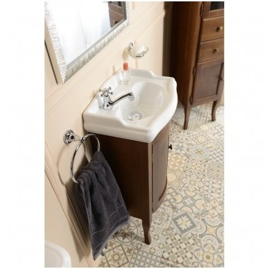 Retro vonios spintelė 9