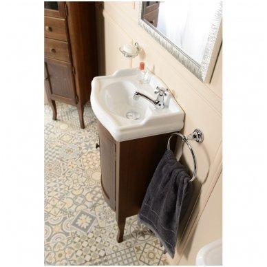 Retro vonios spintelė 10